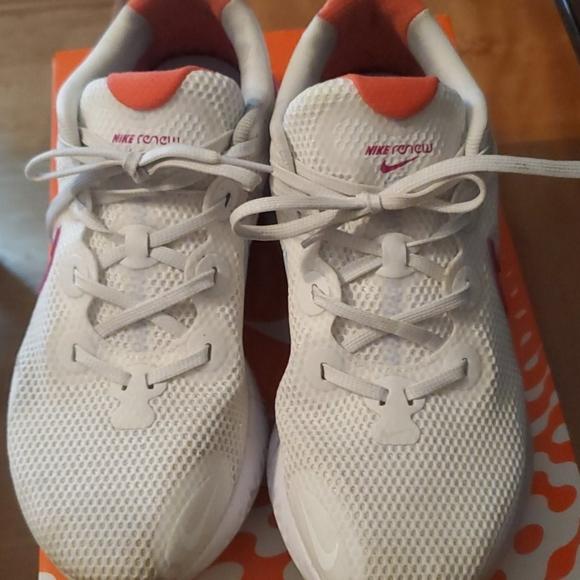 Womens Wide Width Nike Renew Run Size 5